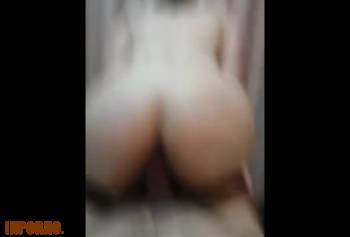 Дрочу сводной сестре пока она смотрит порно часть 2